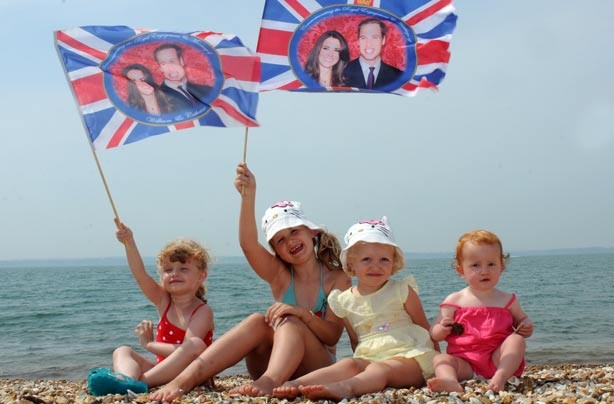 Children on the beach waiting for news of the royal baby