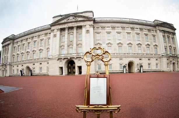 Buckingham Palace with the official easel stood outside