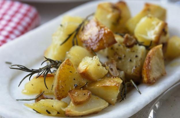 Roasted potatoes with garlic and rosemary recipe - goodtoknow
