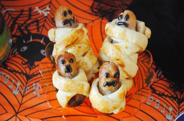 Halloween-recipes-sausage-mummies