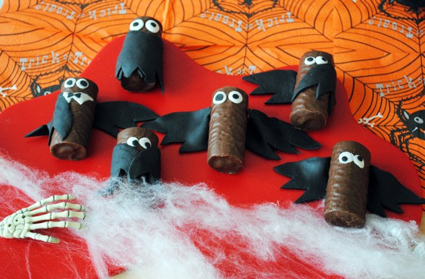 Halloween-recipes-mini-roll-bats
