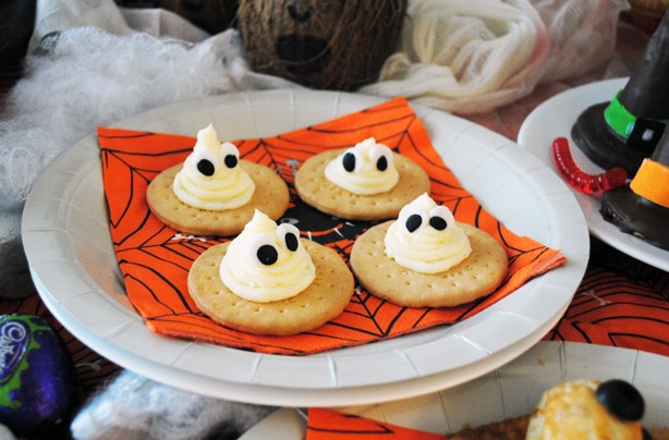 Halloween-recipes-ghost-biscuits