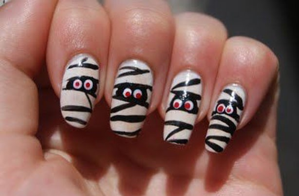 Mummy Halloween nails