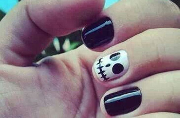 Skeleton Halloween accent nail