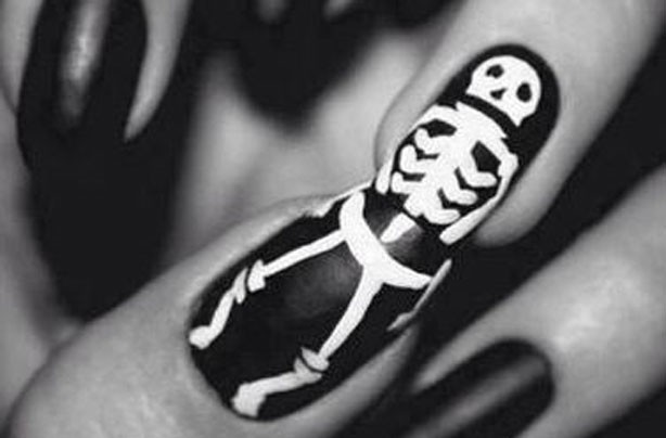 Skeleton Halloween accent nails