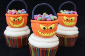 Halloween treat tub cupcakes