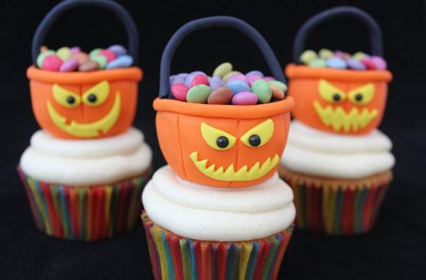 Halloween treat tub cupcakes