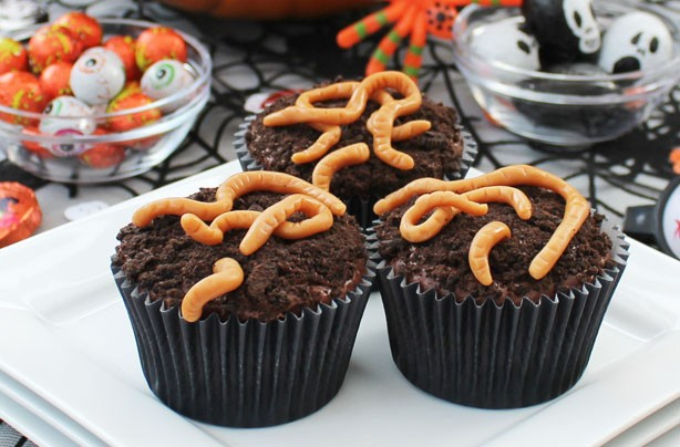 Halloween worm cupcakes