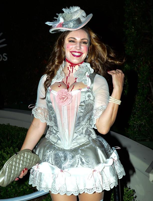 Kelly Brook Halloween costume