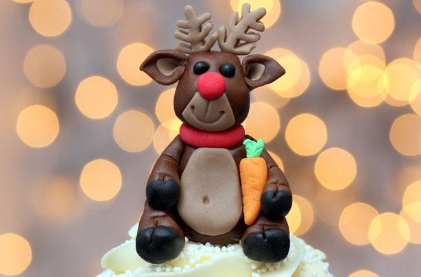 Christmas Cake Decoration Ideas Bbc Good Food : Fondant christmas cake decorations goodtoknow