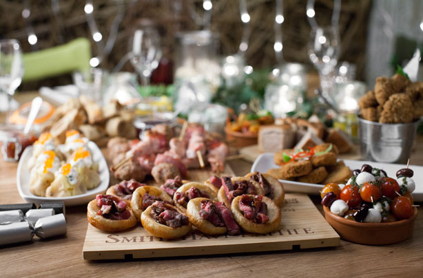 Mini yorkshire pudding with beef recipe goodtoknow for Yorkshire pudding canape