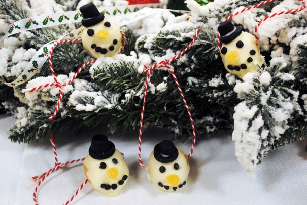 Snowman cake pop decorations