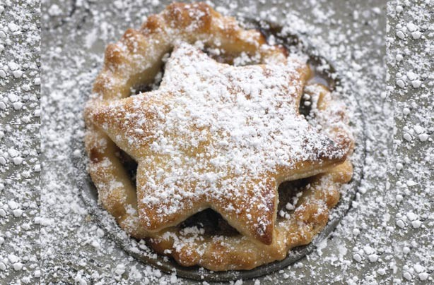 Icing sugar on a mince pie