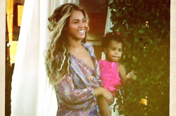 Beyonce reveals a full-front shot of her and Blue Ivy