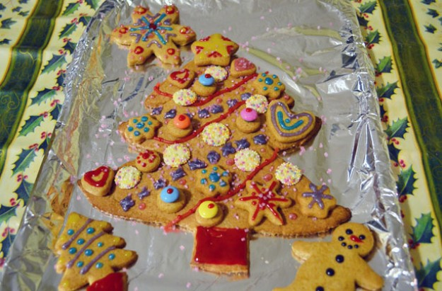 Decorated Christmas tree biscuit