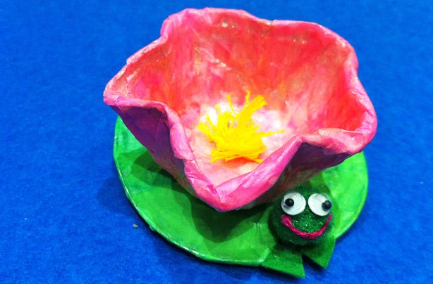 How to make a lily pad craft from tray foils