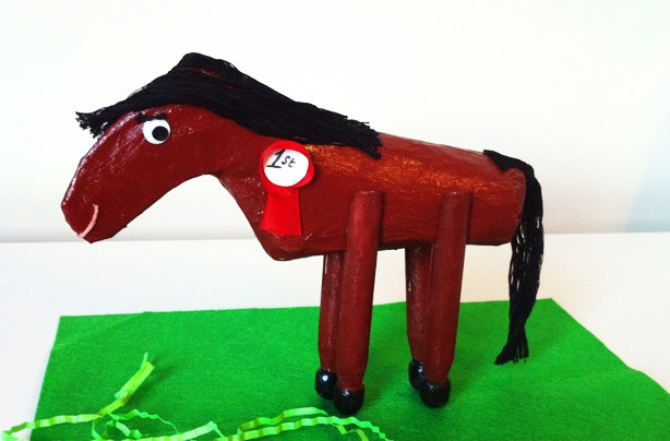10 ways with toilet rolls: horse
