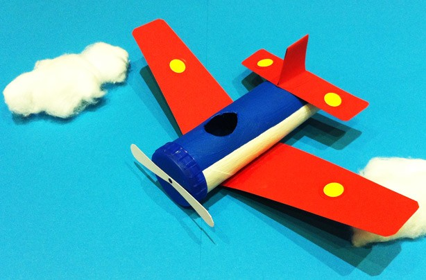 10 ways with toilet rolls: aeroplane