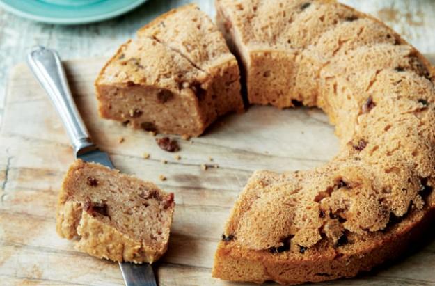 Low-sugar apple and cinnamon cake