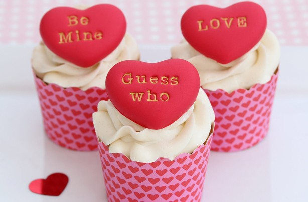 Heart cake decoration