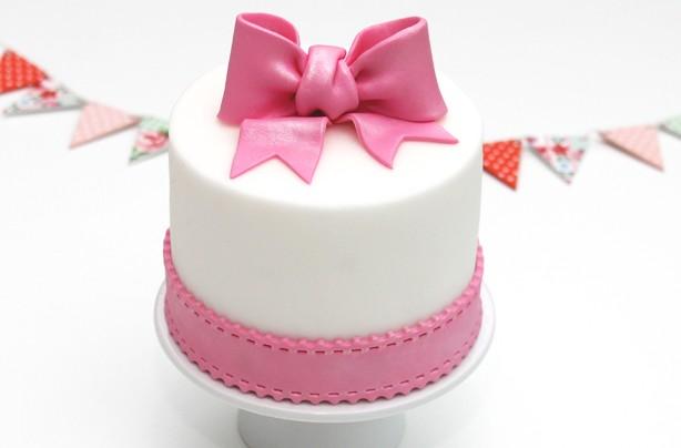 Bow cake decoration