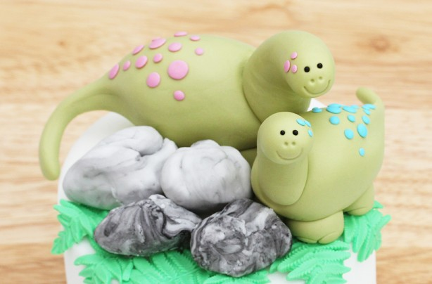 Dinosaur cake decoration - goodtoknow