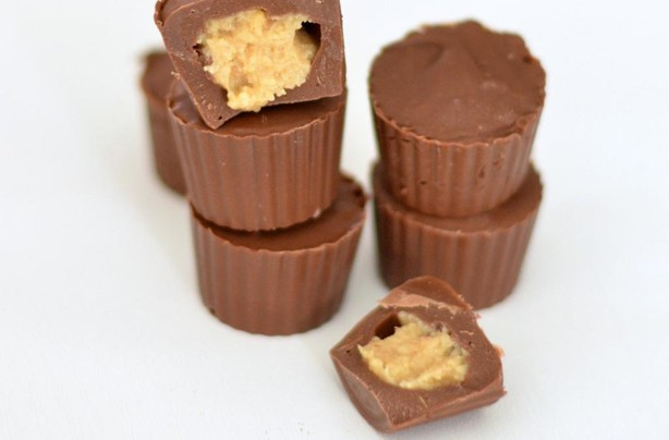 Homemade mini peanut butter cups