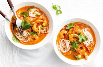 Thai prawn curry noodles