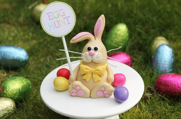 Easter bunny cake decoration
