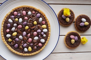 Mini egg brownie tart