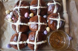 Mini Egg hot cross buns