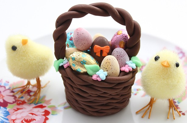 Easter basket cake decoration