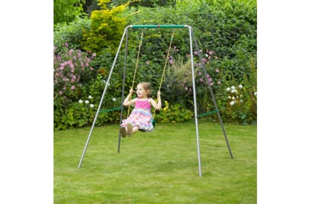 50 outdoor toys for Summer: Swing set