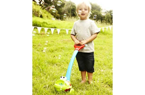 50 outdoor toys for Summer: Push Along Bubble Blower