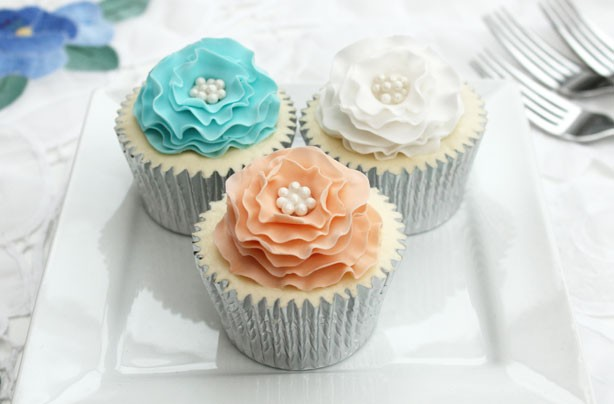 Ruffle flower cake decorations