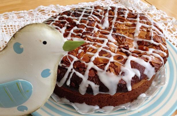 Bienenstich 'bee sting' cake