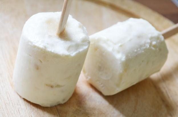Banana and yogurt ice pops