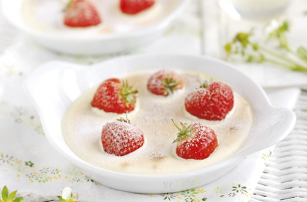 Hot strawberry gratin