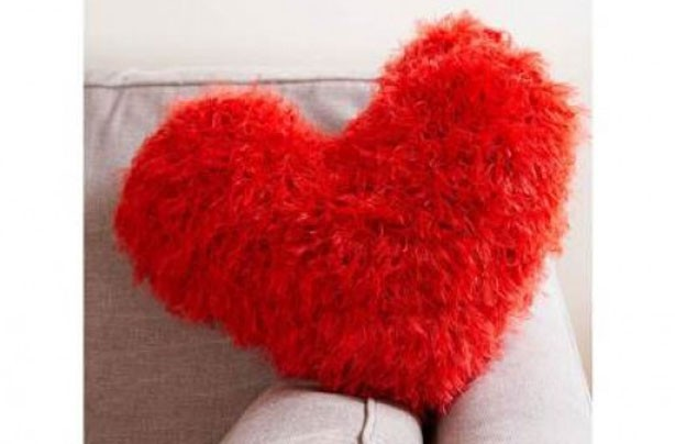 Knitting Pattern Heart Cushion : Free knitting patterns - Knitting pattern: Heart cushion - goodtoknow