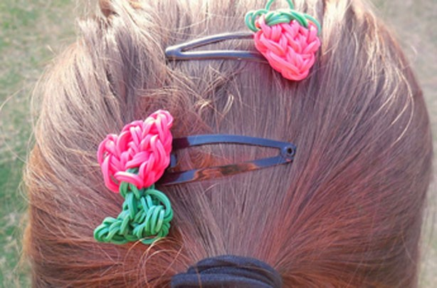 Loom band ideas: Loom band hair clips