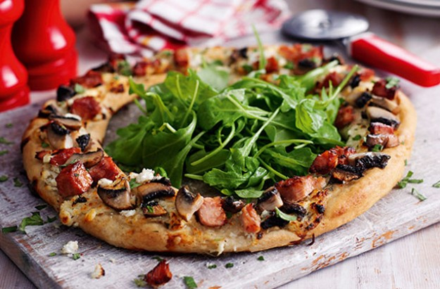 Slimming World's ham and portobello mushroom ring pizza