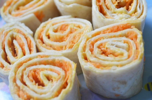 Hummus and carrot wraps