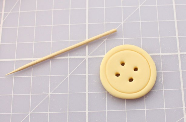 How to make button cupcake decorations