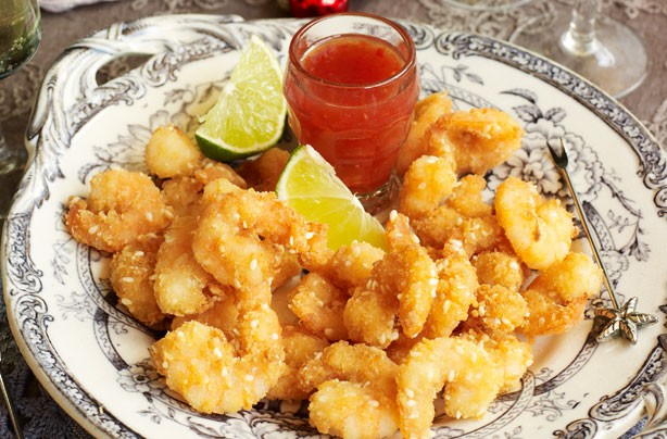 Crispy prawns with sweet chilli dip