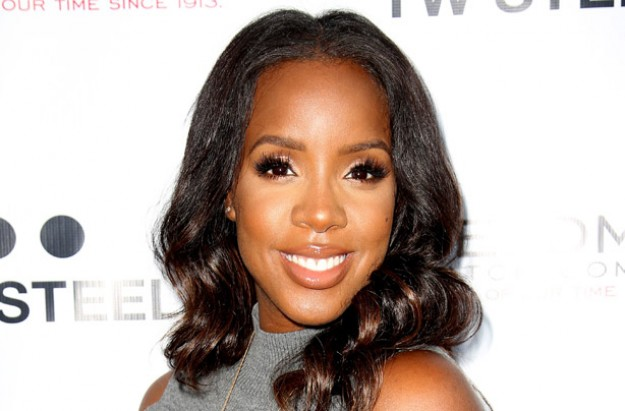 Kelly Rowland accosted by anti-fur protesters