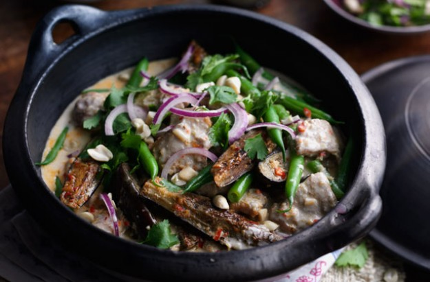 Thai chicken curry with aubergine and green beans