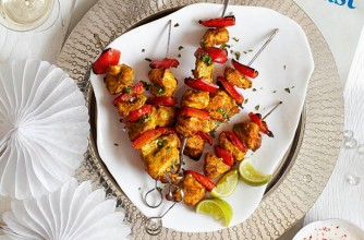 Slimming World's turkey tikka skewers