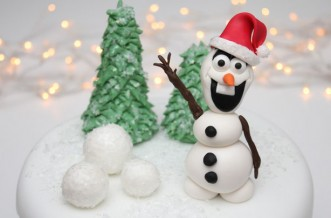 Frozen-inspired Christmas cake