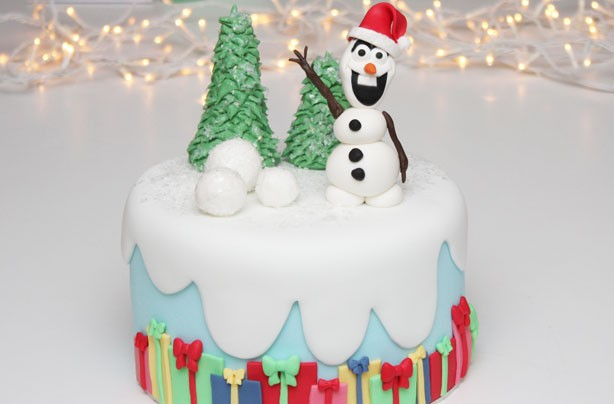 Frozen-inspired Christmas cake