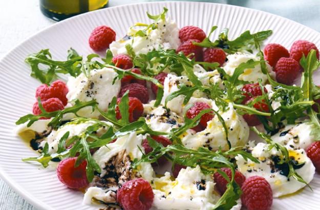 Rocket, raspberry and mozzarella salad